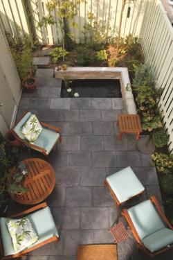 khu vườn nhỏ lát gạch bê tông