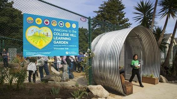 مدخل حديقة College Hill Learning Garden