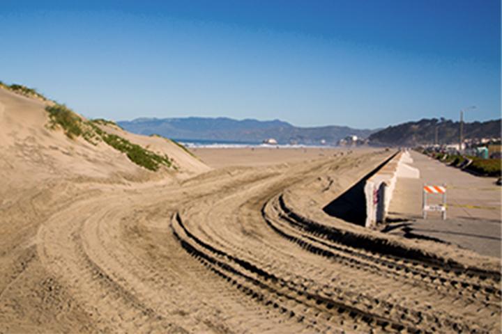 علامات الجرار في الرمال
