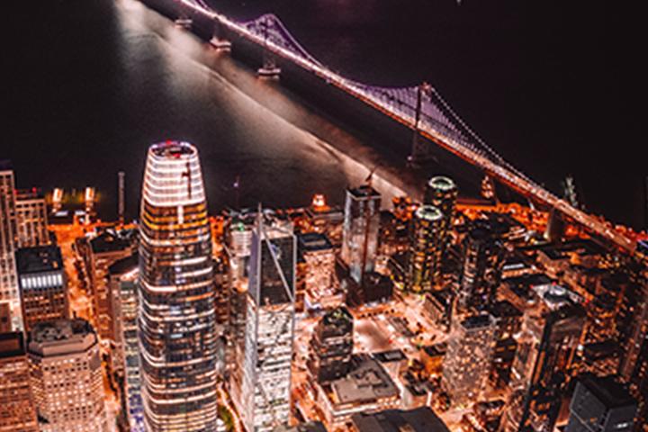 ảnh ban đêm của đường chân trời San Francisco