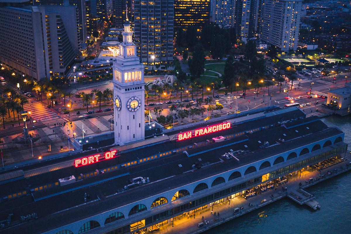 Puerto de San Francisco en la noche
