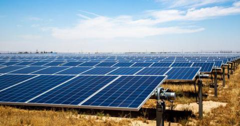 Paneles solares en un techo.