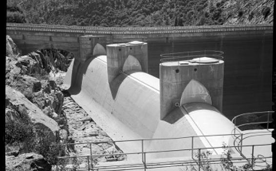 奧肖內西大壩洩洪閘